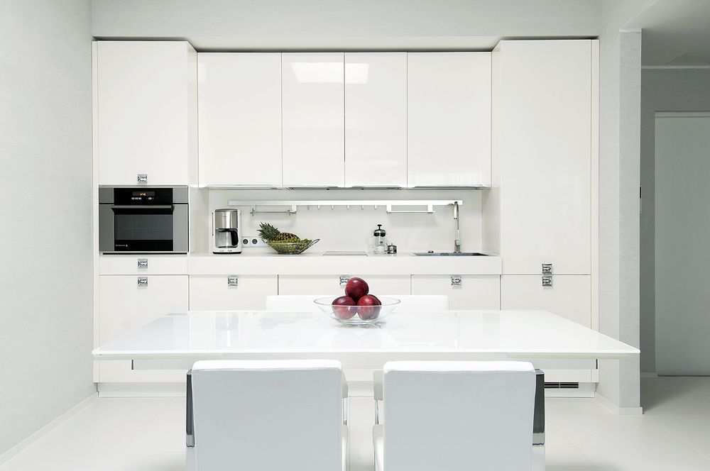 kitchen high gloss white with modern dining setting and minimal - schüller küchen händlersuche
