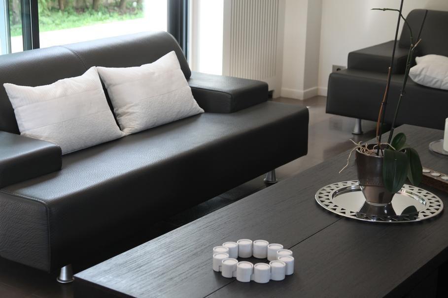 Salon noir et blanc moderne  For the Home  Decor Home Decor et Room