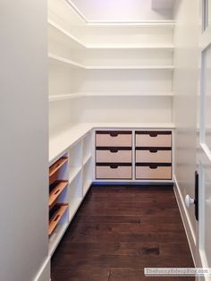 My Organized Pantry #pantryshelving