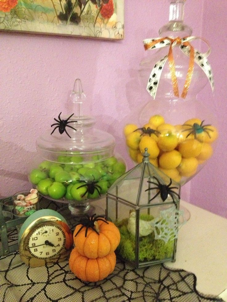 I love putting spiders on all the fruit ams food ) Halloween - diy halloween party decorations