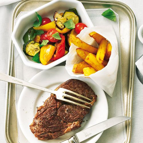 Ratatouille salad with sirloin steak_ Ratatouille with a difference: instead of Baked fits the typical French stewed vegetable mix to the wonderful steak.