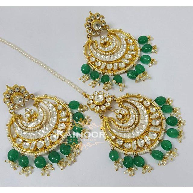 Traditonal Kundan chandbali with matching tikka combined with emerald drops in onex and pearls.  Earrings : 3 inches including drops  Tikka : 3 inches including drops  Drops can be replaced or removed.  Enquiries: 00447585522293 (watsapp/ viber) Email: kainoork@gmail.com  #hudabeauty  #bridaljewelry #sikhbride #sikhbrides #asianwedding #asianbride #bridalmakeup #anastasiabeverlyhills #dollhousedubai #desibeautyblog #vegas_nay #amrezy #lookamillion #eid #mehendi #henna #walima #muslimbride…