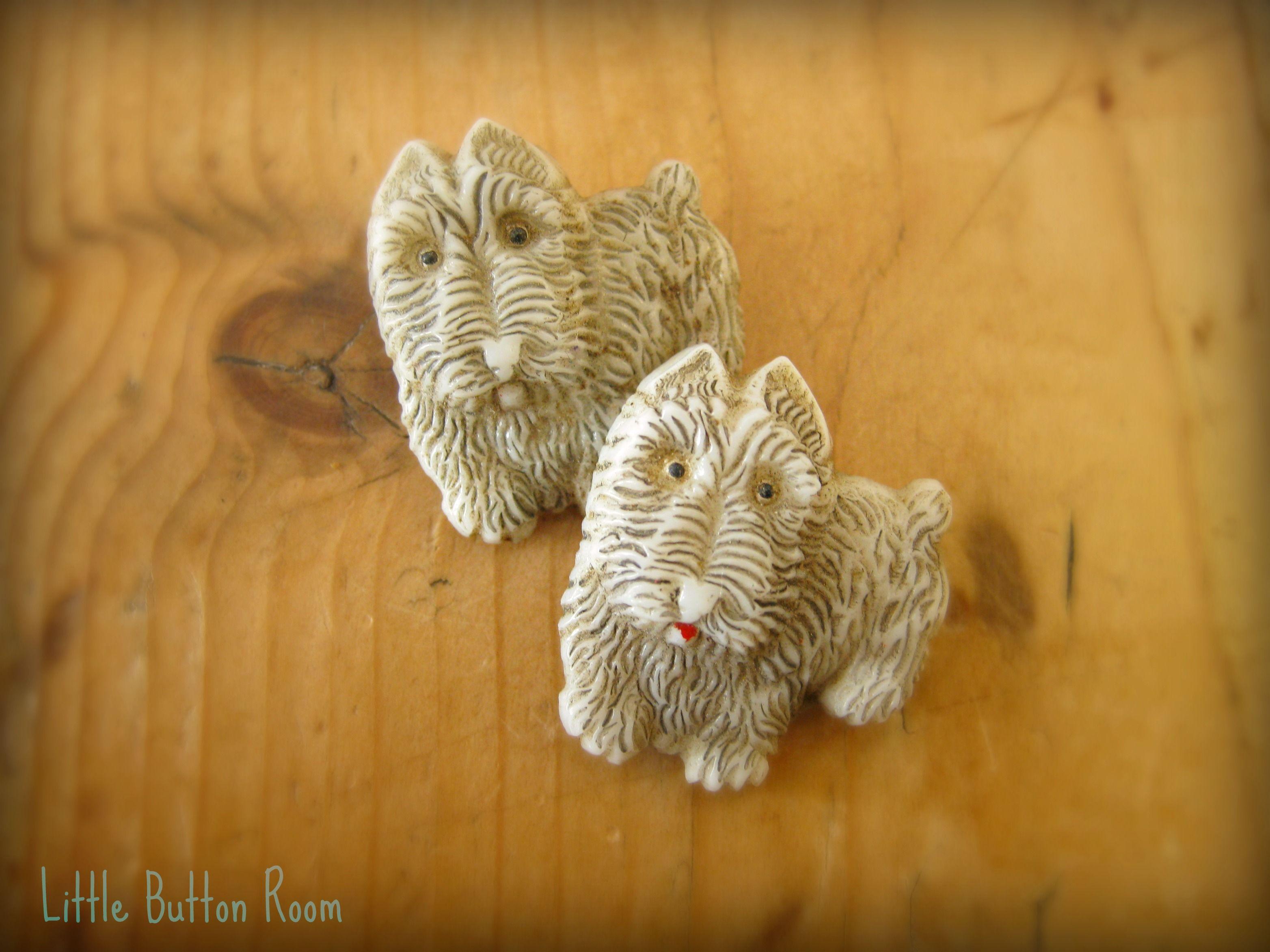 ButtonArtMuseum.com - vintage glass dog buttons at facebook.com/littlebuttonroom