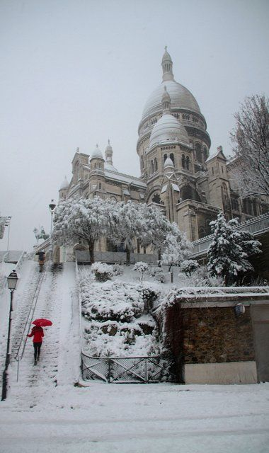 Sacré-Coeur in the snow, Montmartre, Paris (by milliped on Flickr)