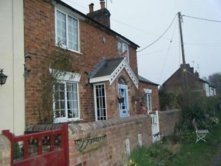 Charming Victorian canal side cottage water frontage 3 bed pretty