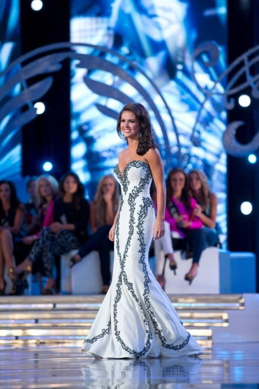 Evening Gown Competition in a Beauty Pageant | #gowns #dresses ...