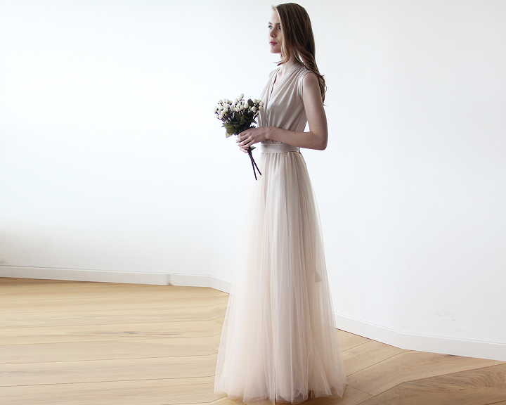 Ivory Maxi Tulle wedding dress | fabmood.com #tulleweddingdress #weddingdress #wedding #weddinggown #lacesleeve #bridalgown