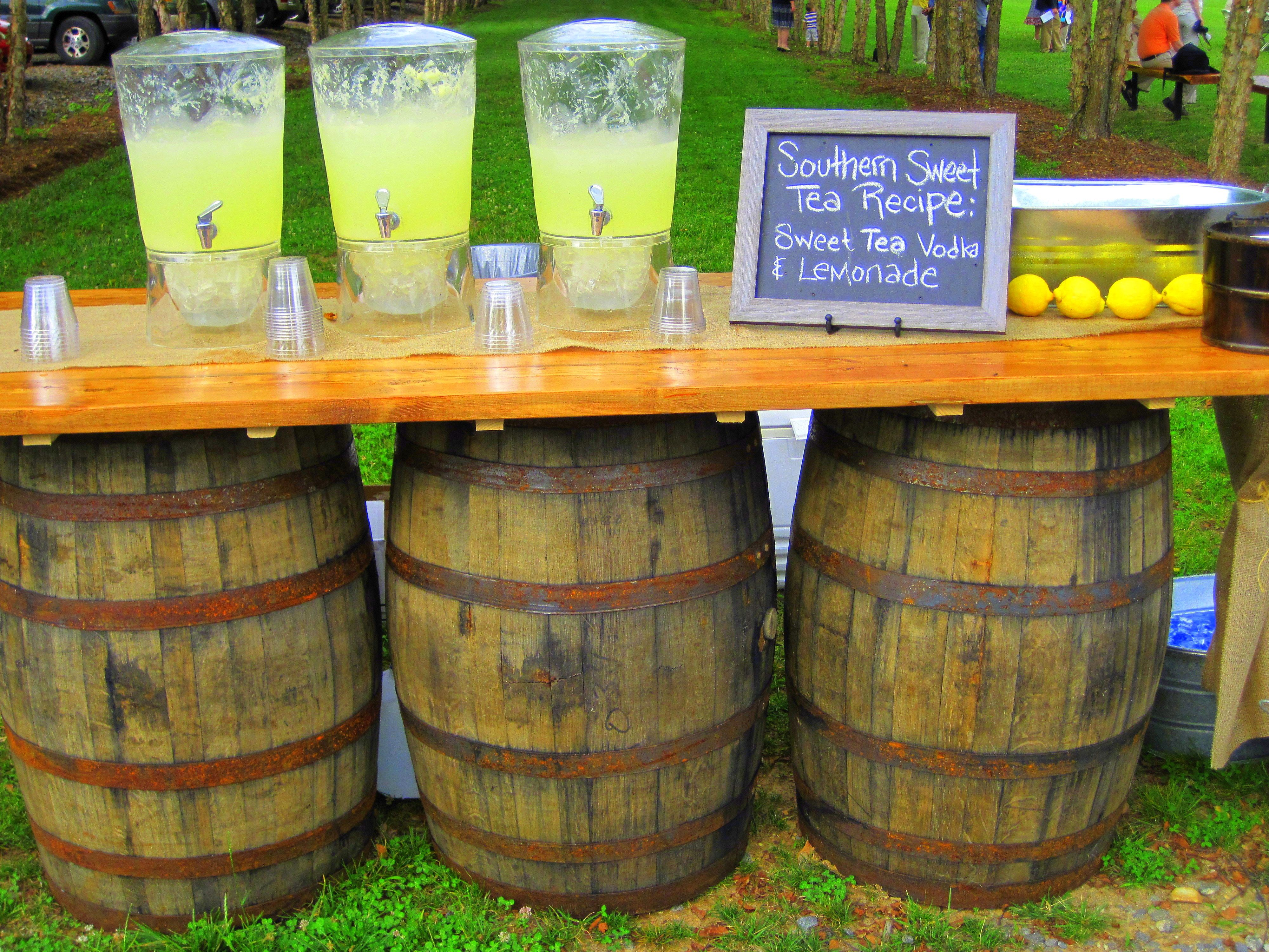 How To Keep Your Guests Comfy At Your Outdoor Wedding: A Lemonade Stand Is A Great Way To Keep Your Guests Cool