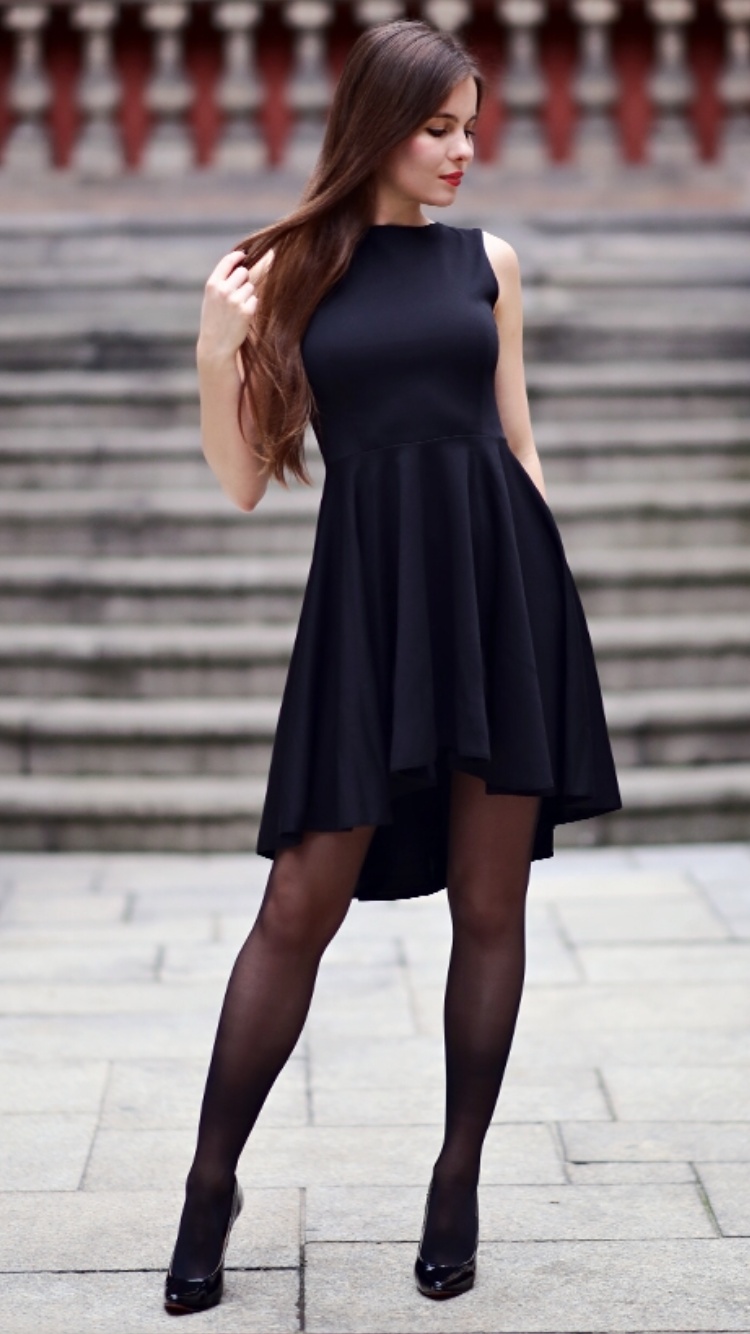 Is It Fashionable To Wear Pantyhose With A Formal Dress