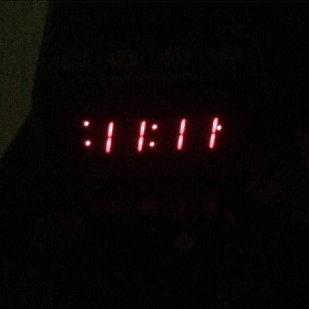 Entonces llegó a mi casa entró al cuarto y boom. Ahí está otra vez. #1111 #pin