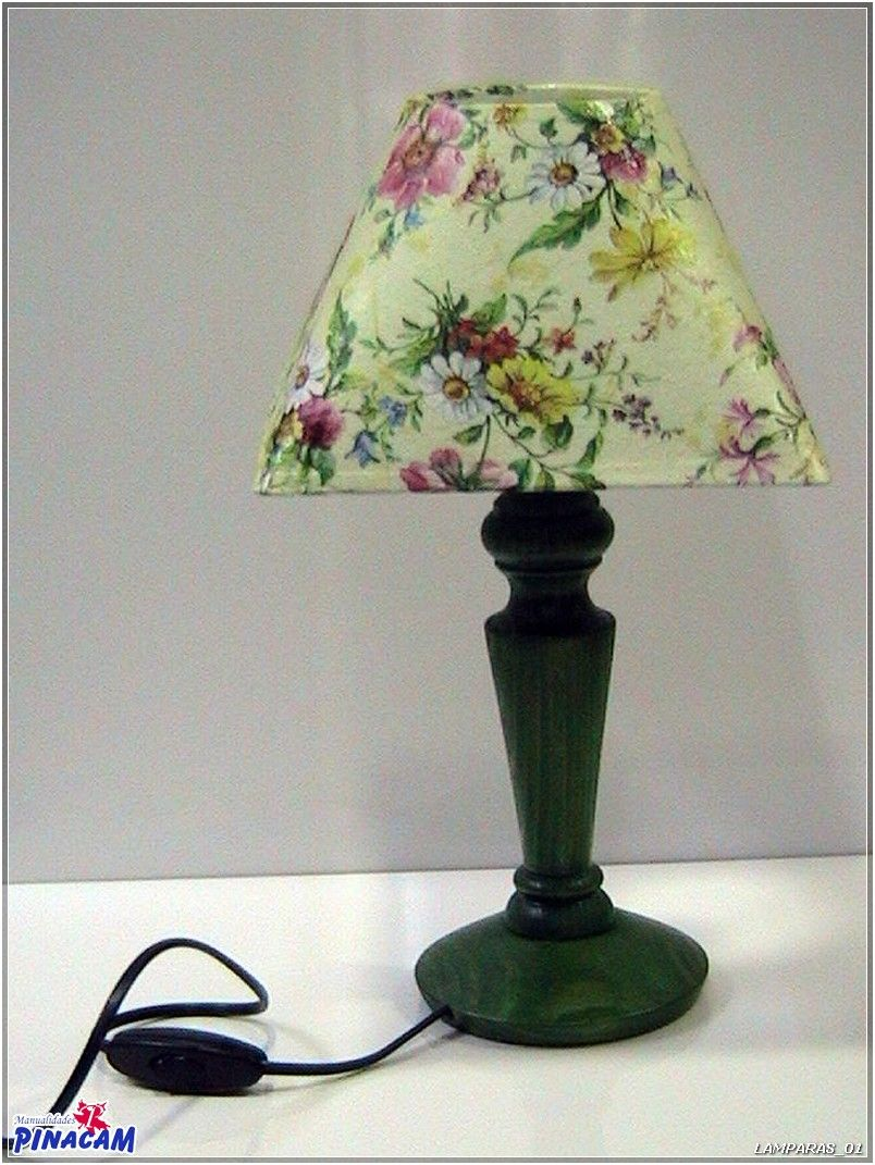 Pie de lámpara teñido y pantalla forrada con servilleta. #manualidades #pinacam #lámparas                                          www.manualidadespinacam.com