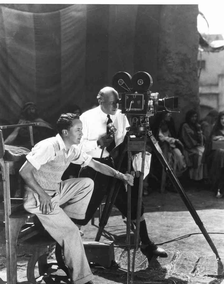 a biography of cecil b demille a film director producer writer and actor Cecil b demille award recipients 1952- cecil b demille film director, producer, writer actor, writer, director , producer and humanitarian.