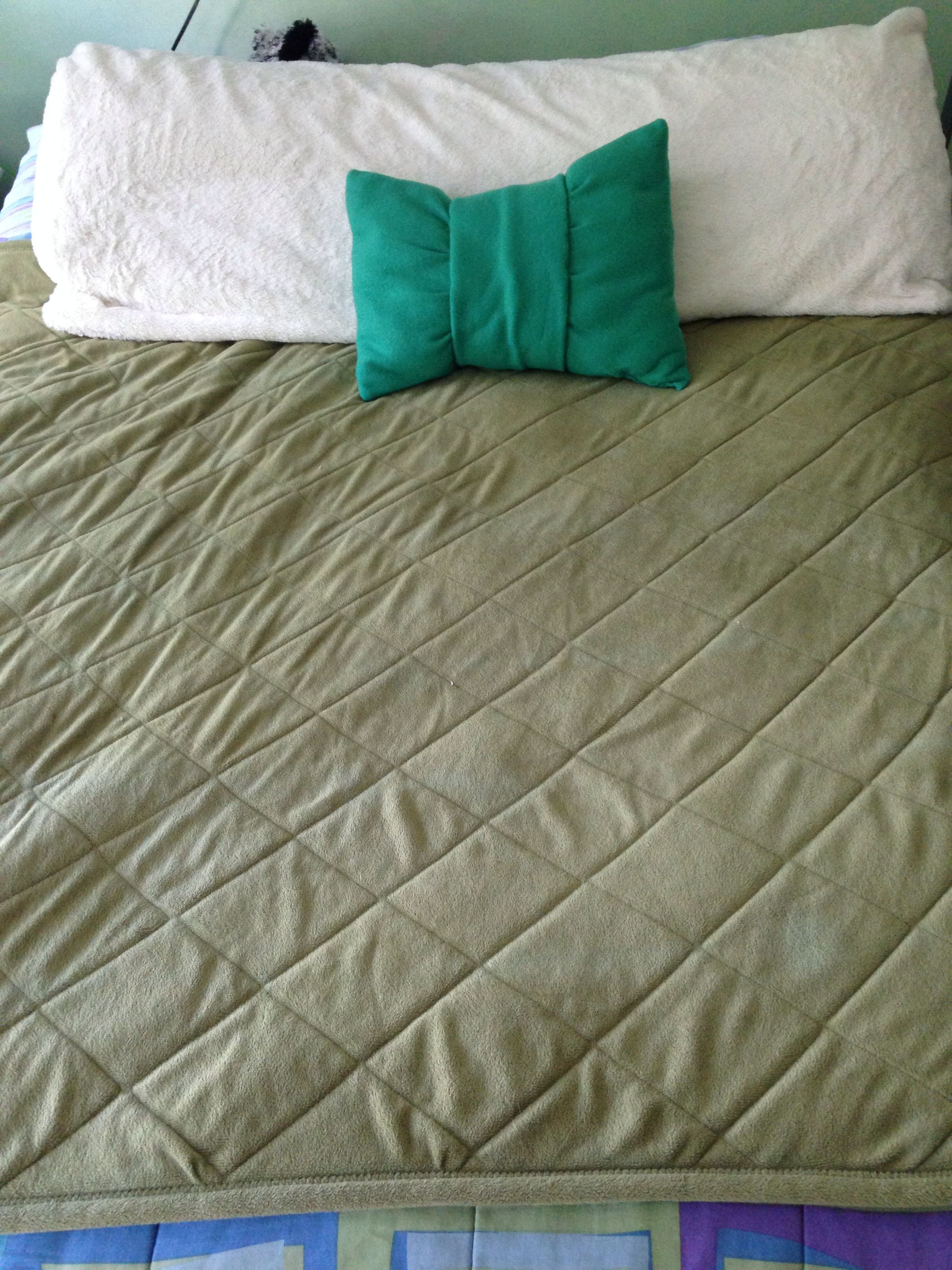 Diy bow pillow i made crafty time pinterest bow pillows and