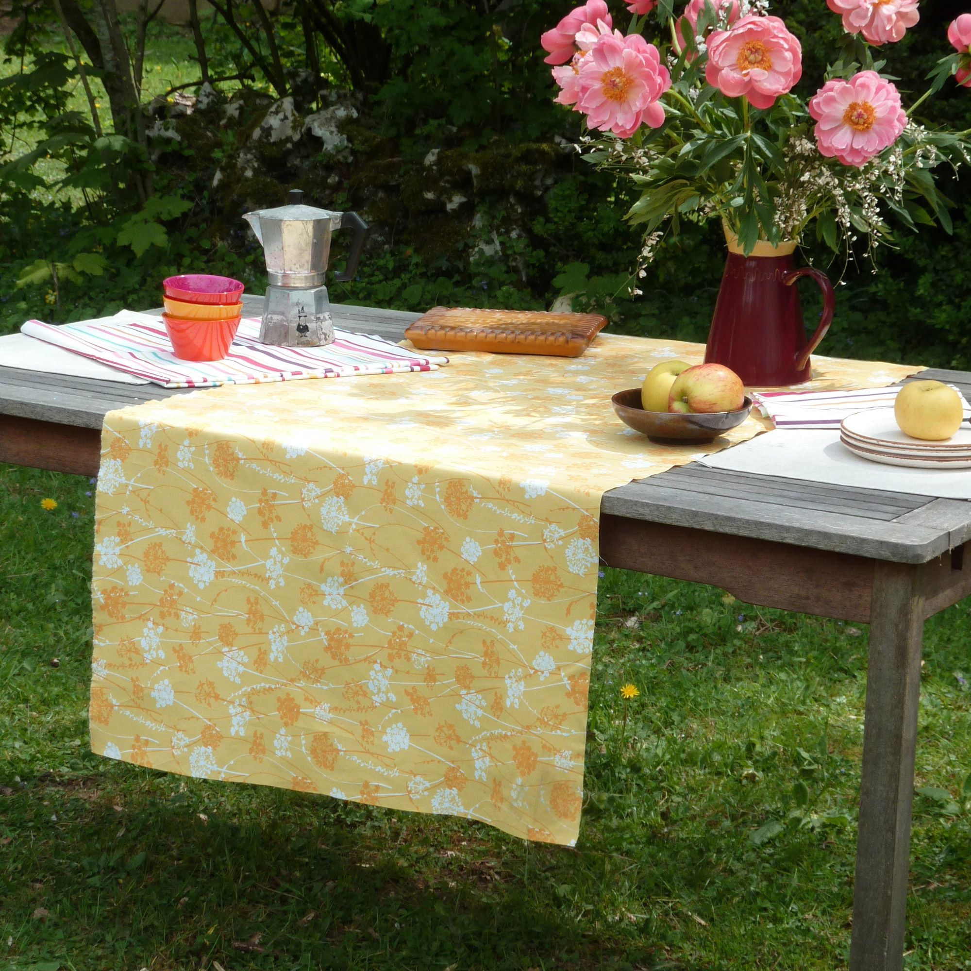 nappe rectangulaire 100 coton enduit fleurs des champs herbes fleur de soleil jaune. Black Bedroom Furniture Sets. Home Design Ideas