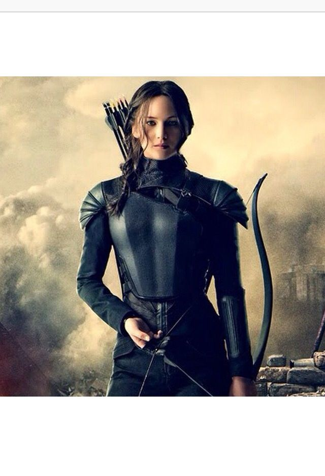 Katniss just looking SO OUTSTANDING IN THAT SUIT!