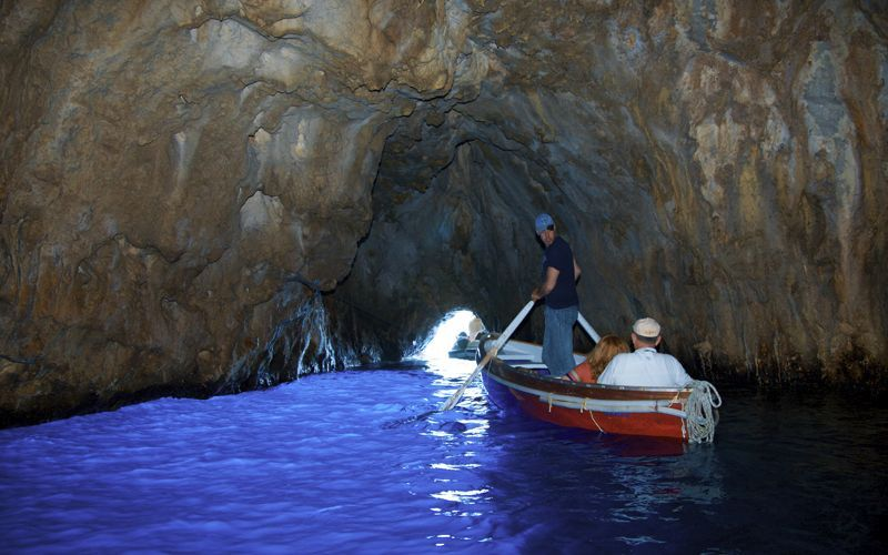Island Of Capri Italy Inside La Grotta Azzurra Went There When I Was A Kid One Of The Coolest Places I Ve Ever Been Places To See Isle Of Capri Capri Italy