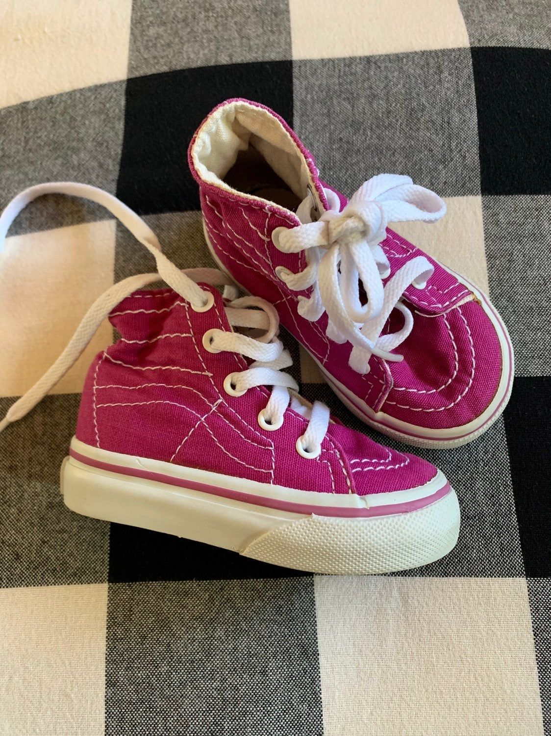Vans Toddler Size 4, fuchsia color Very