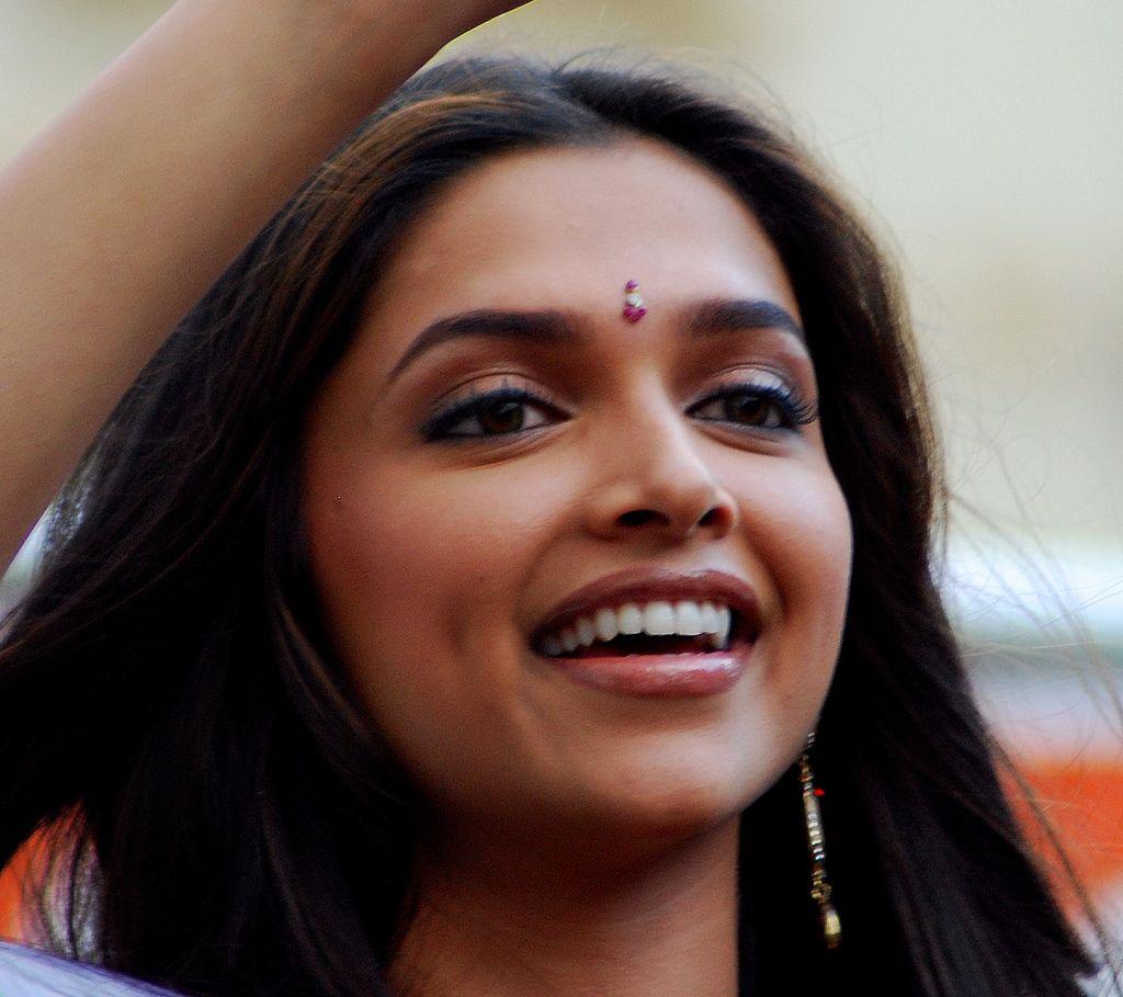 Look After Your Body Www Collagen2u Ws Dipika Padukone Gorgeous Women Beautiful Teeth
