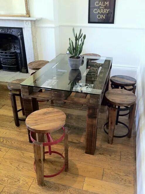 Mesa de paletes e vidro home pallet dining table for Mobilia kitchen table