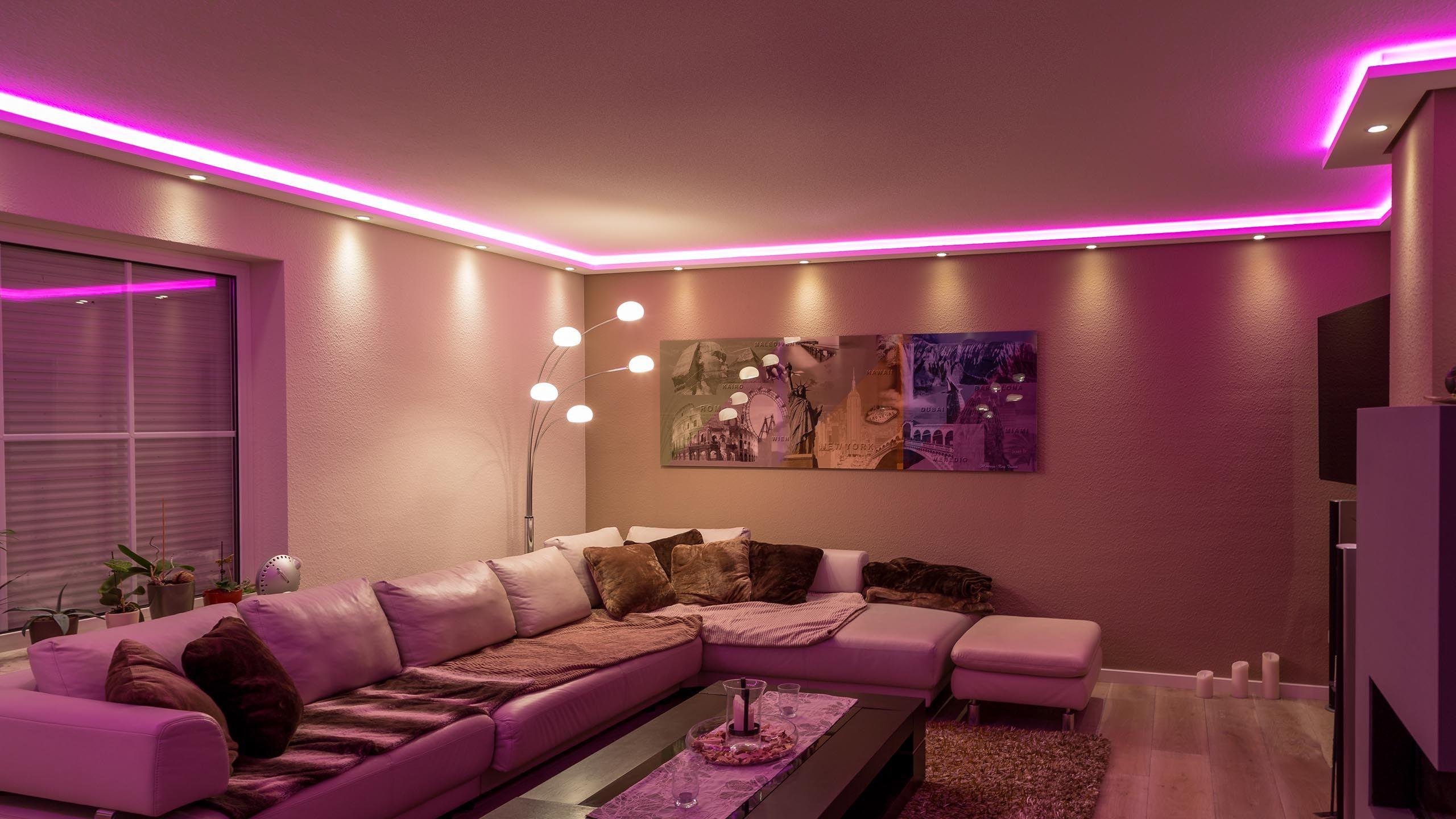 Indirekte Beleuchtung im Wohnzimmer. Realisiert durch das ...