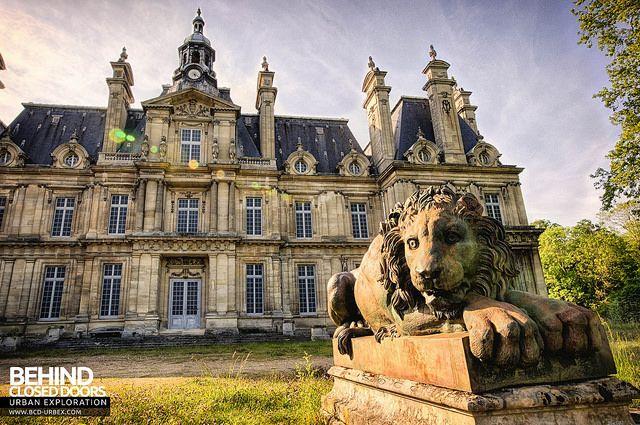 Carnelle 39 s lion french chateau beautiful buildings old abandoned buildings - Architecte maisons laffitte ...