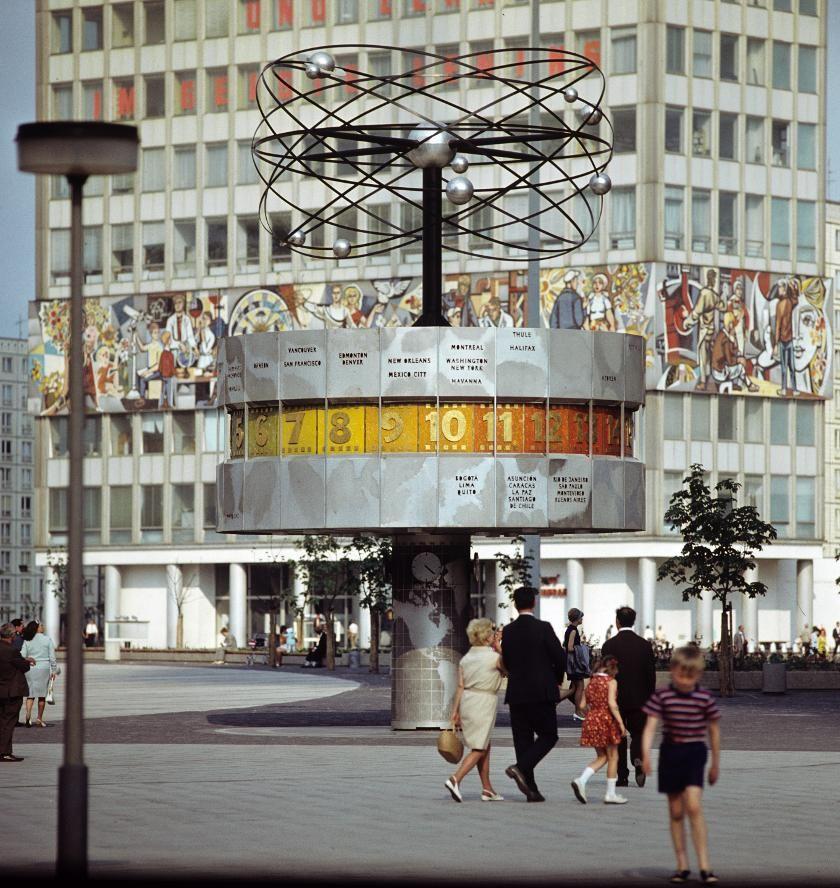 Weltzeituhr Am Alexanderplatz In Berlin 1972 V Like Vintage Berlin Shoppen Berlin Berlin Hauptstadt