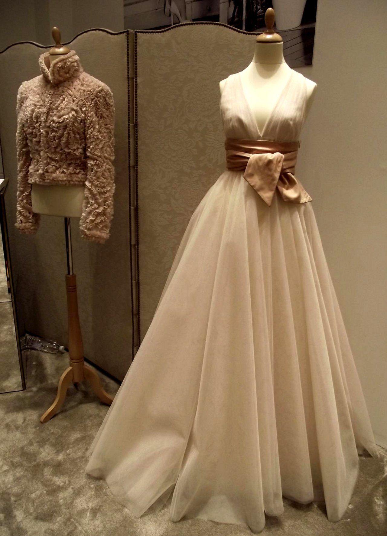 Paris-fashion-week/Claudine Ivari/Timeless