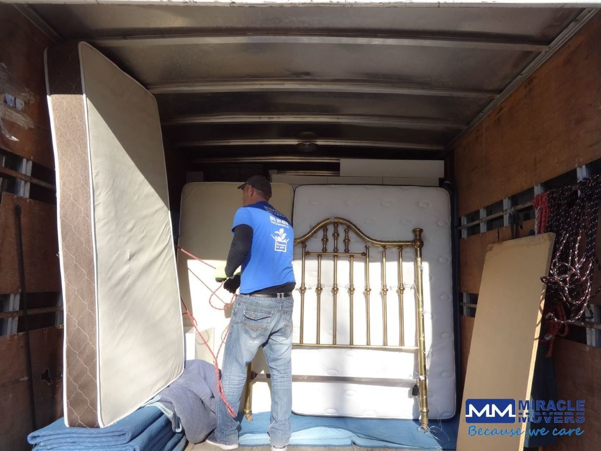 Movers Quote Get An Instant Quote Now Canada's Best Movers  Miracle Movers