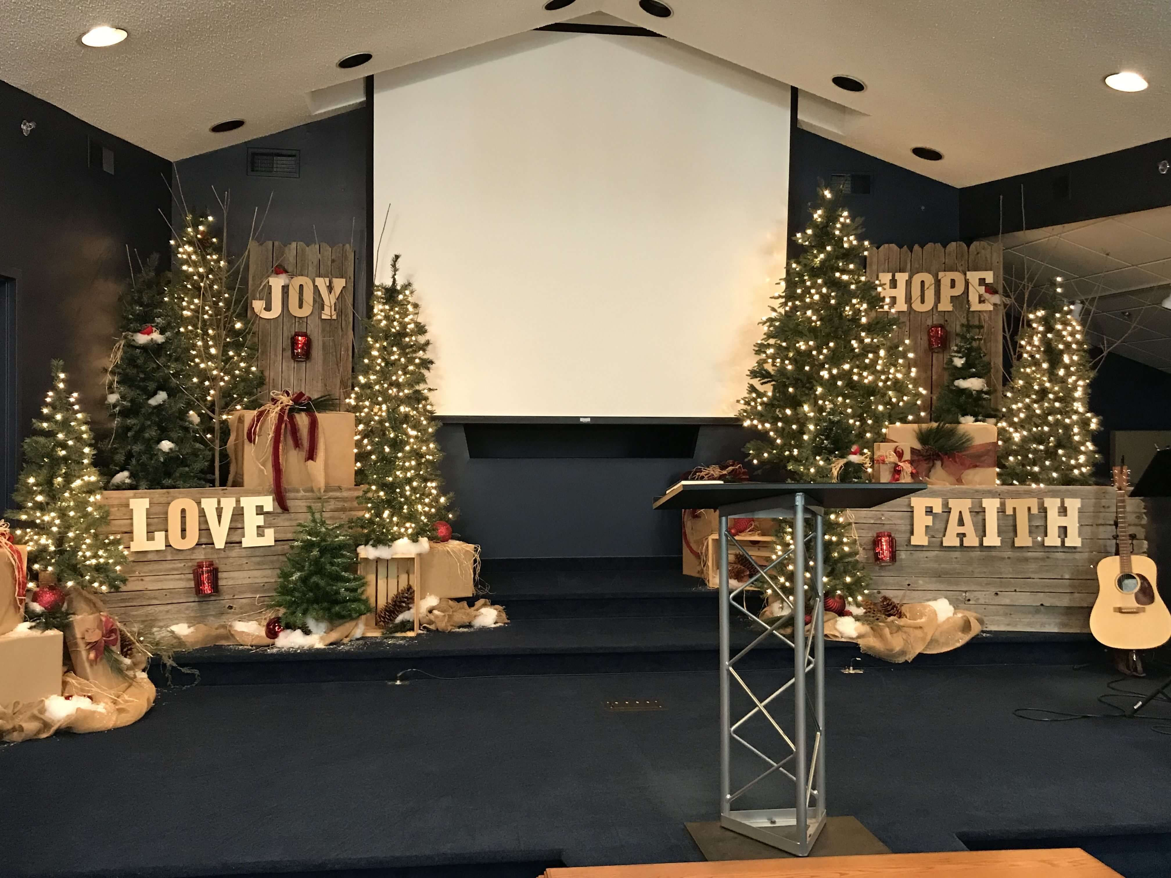 6 Christmas Decorating Church Sanctuary In 2020 Church Christmas Decorations Christmas Stage Decorations Christmas Stage