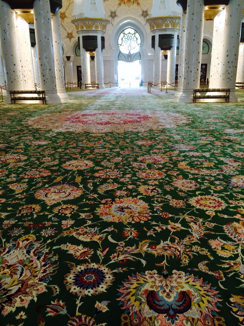 The Largest Handmade Carpet In The World The White Mosque Abu Dhabi Carpet Handmade Dream House Worlds Largest