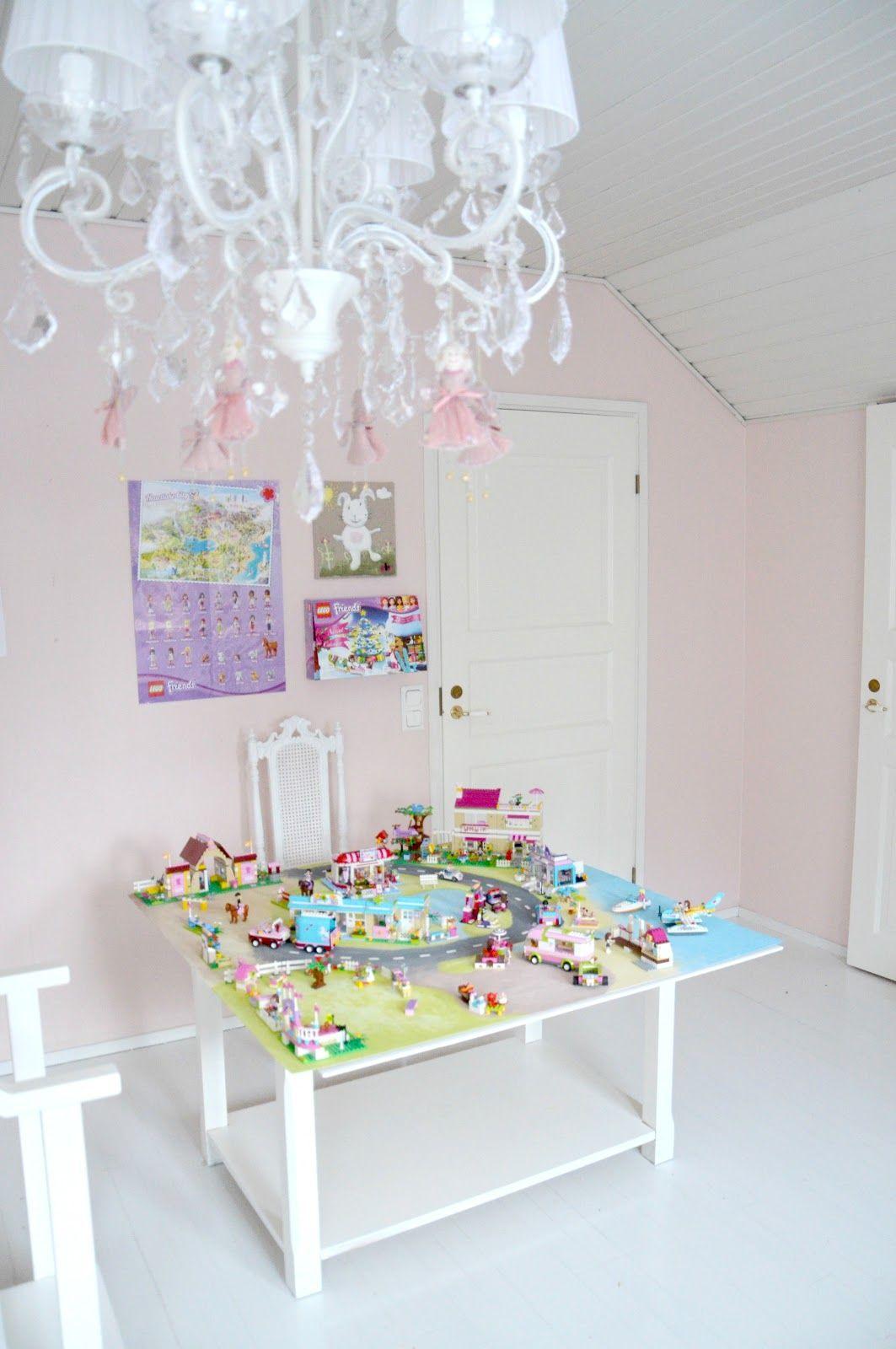 kaunis pieni elämä: Luukku 19  Lego room, Lego table with storage