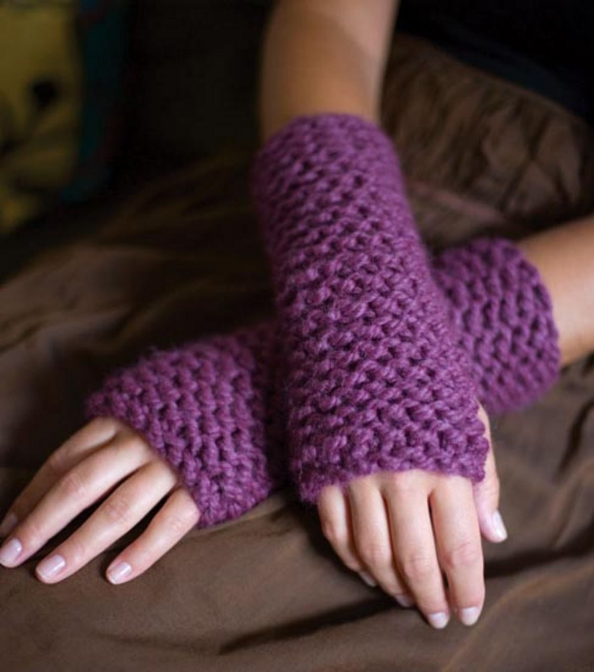 Knitted wrist cuffs free knitting pattern knit and crochet knitted wrist cuffs free knitting pattern bankloansurffo Image collections
