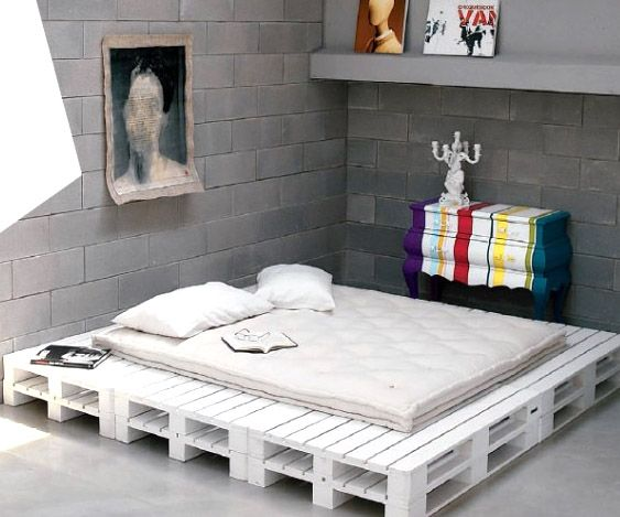 DIY pallet white platform bed, haha this is funny my fiancé had a pallet  bed because he didn't want to buy a bed frame:) - 11-DIY-pallet-white-platform-bed-striped-bombe-chest.jpg 563×469