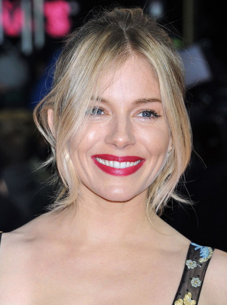 SIENNA MILLER | hair | Curtain bangs, Curly hair with ...