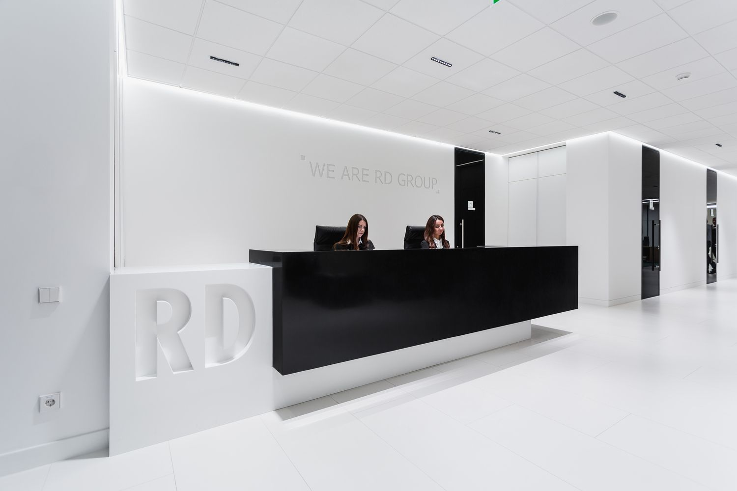 Gallery of office of rd construction company ind for Window company