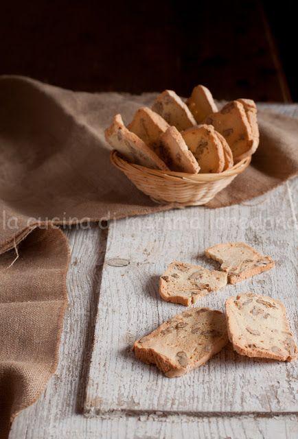 La cucina di mamma biscotti albumi farina e frutta secca - La cucina di loredana ...