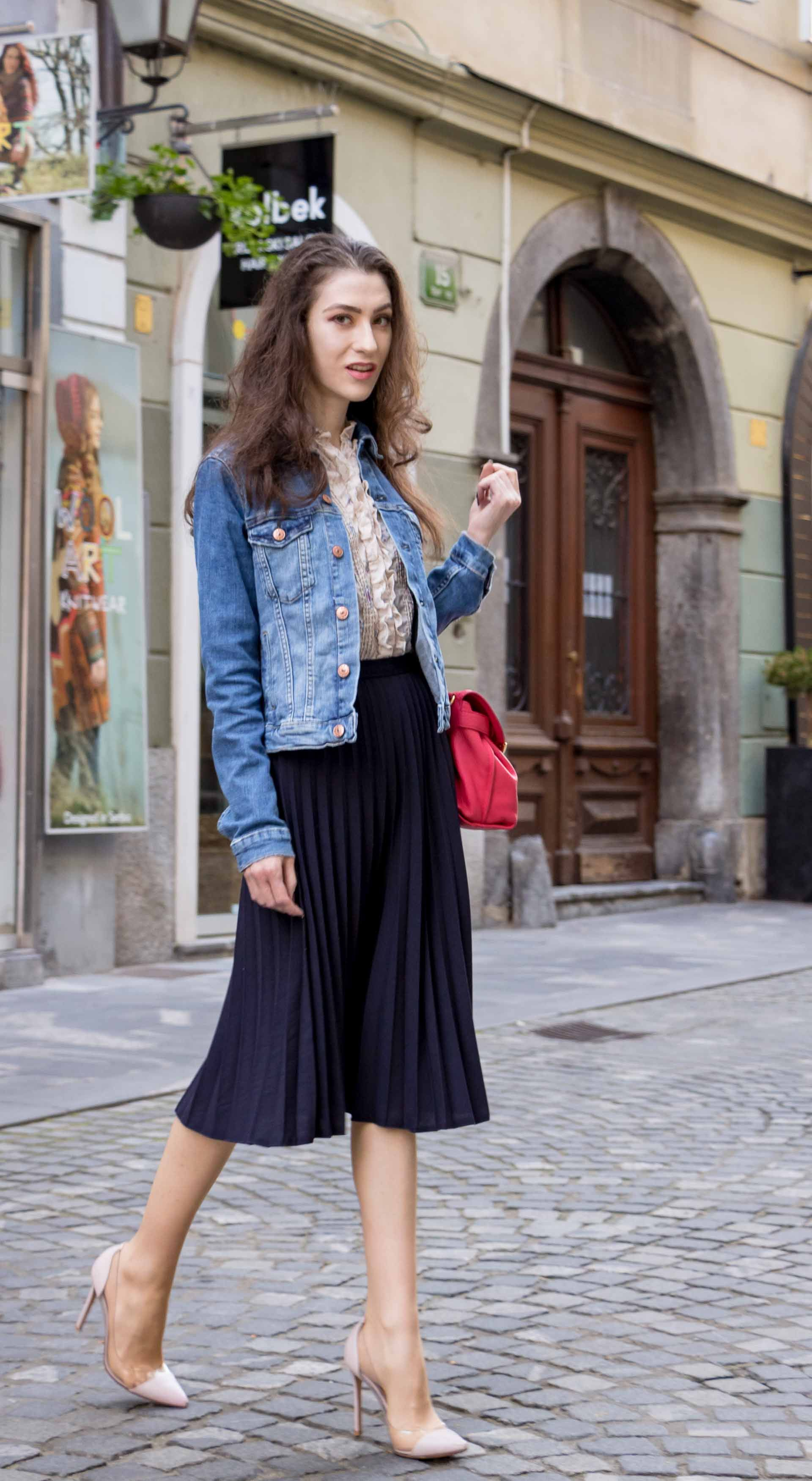 67a6930264 Fashion Blogger Veronika Lipar of Brunette from Wall Street sharing how to  look cool yet elegant for brunch #fashion #blogpost #chic #casual  #weekendoutfit ...