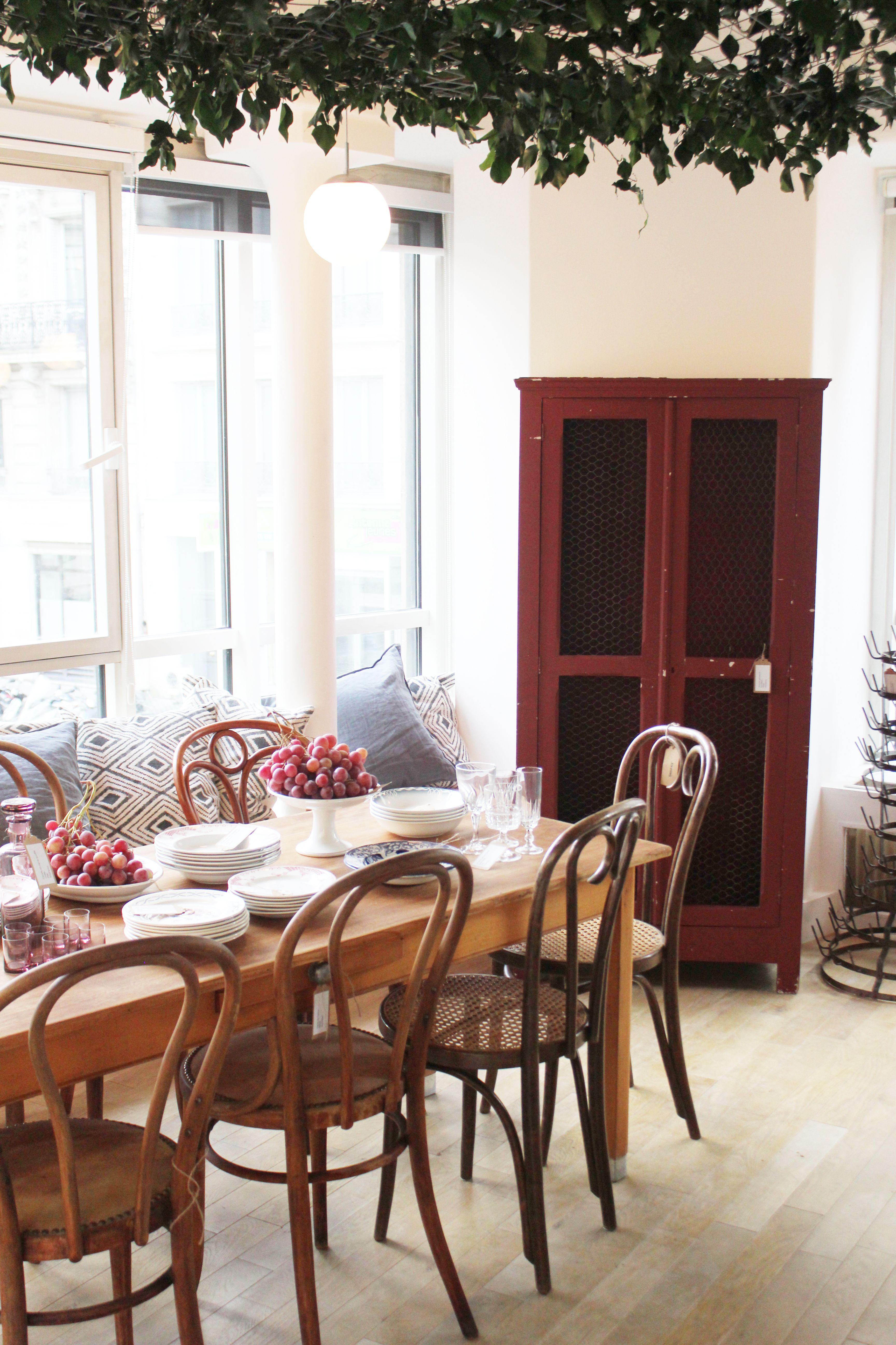 Brocante En Ligne Selency pop up le temps des vendanges, armoire rouge, plafond
