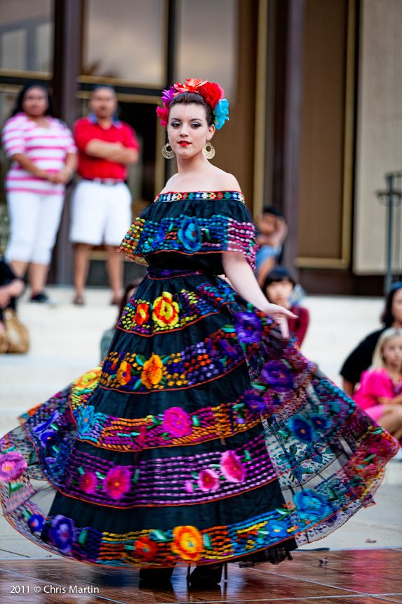 Pin by Memphis Morey on A2 mexican fashion | Mexico ...