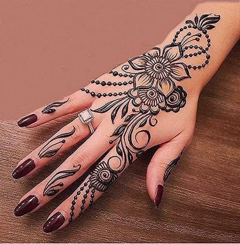 60 Simple Moon Henna Designs Tattoo Ideas Feryhan Com Hennaart Hennartideas Hennaartdesi In 2020 Henna Tattoo Designs Henna Tattoo Designs Hand Mehndi Art Designs