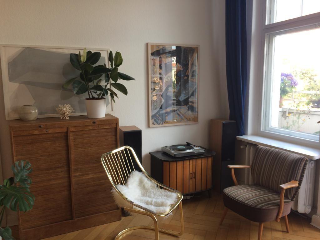 Gemütliche Sitzgelegenheiten neben dem Fenster. #WG #Zimmer ...