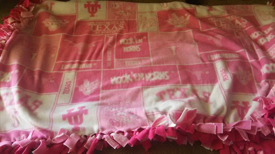 UT fleece tie blanket pink