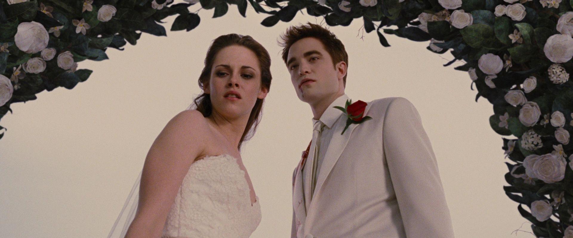 4c4779b9536 Dream Wedding Dress vs. Real Wedding Dress - Bella Swan - Fanpop ...