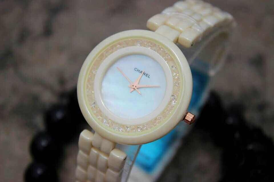 Chanel 2014 new porcelain ceramic female watch! If you want to buy or visit more, plase call me!  http://www.hermesbagsshop.com