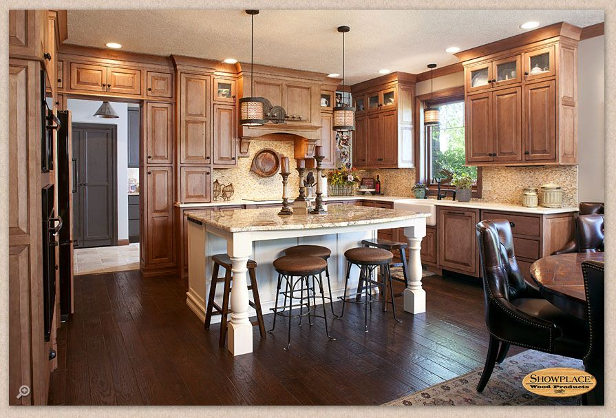 A Kitchen With Vintage Character: The Gracious Pairing Of Maple's Character With The Brisk