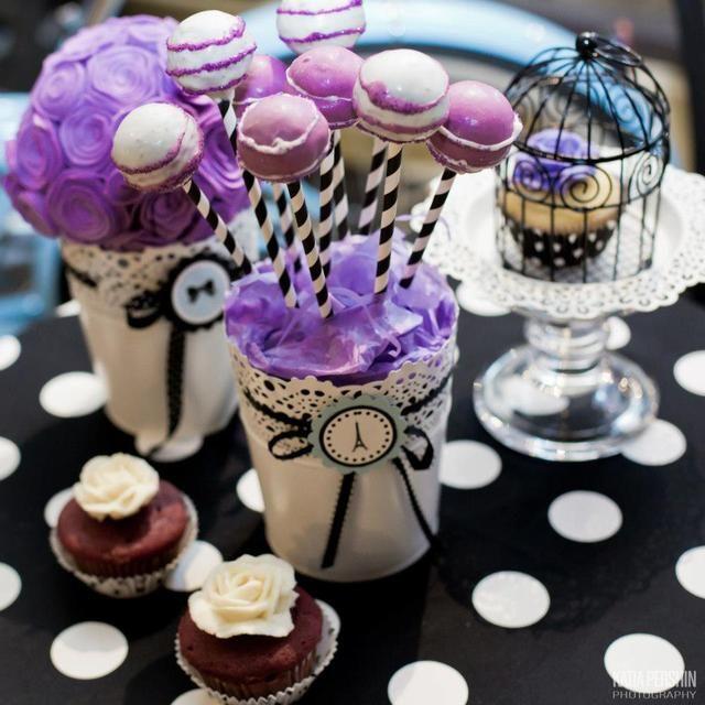 Cake pops at a Paris Party #paris #cakepops