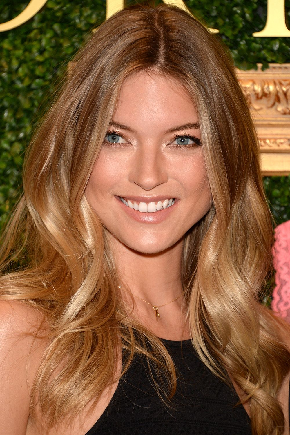 Martha Hunt 40 Most Stylish Mid Length Haircuts