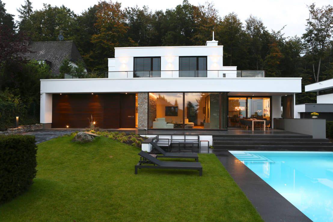 Modernes haus mit pool  Moderne Villa mit Pool | Villa mit pool, Hesse und Falsch