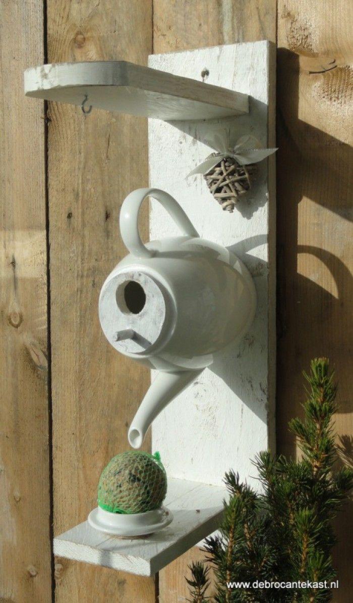 Maak van uw tuin een waar hotel voor de gevleugelde vriendjes! Voeder/Vogelhuis Theepot!