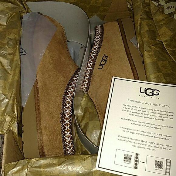 Ugg slippers Brand new never worn!! Sz 5 kids sz 7 women's!! UGG Shoes Slippers